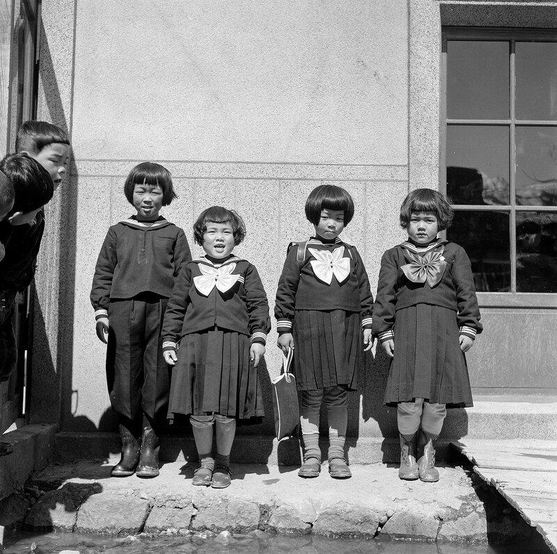 4 Schoolgirls, 2 Schoolboys - 1950s Japan