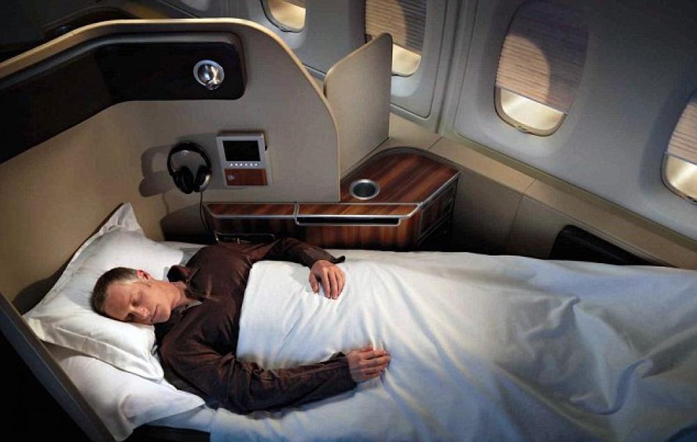 © qantas  Вовремя полета вавстралийском люксе, кроме удобной кровати, выполучите пижаму ид