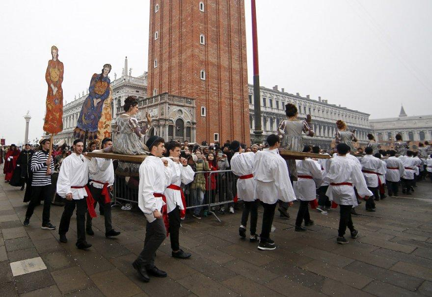 9. А вот и Мари на площади Сан-Марко во время венецианского карнавала, 30 января 2016.