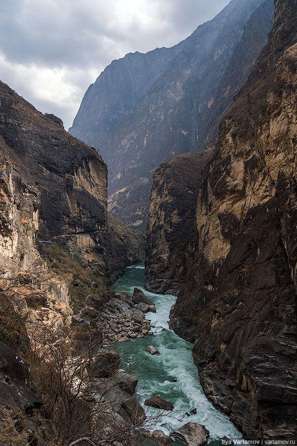 Маршруты сложные, перепад высоты ущелья около 600 метров.