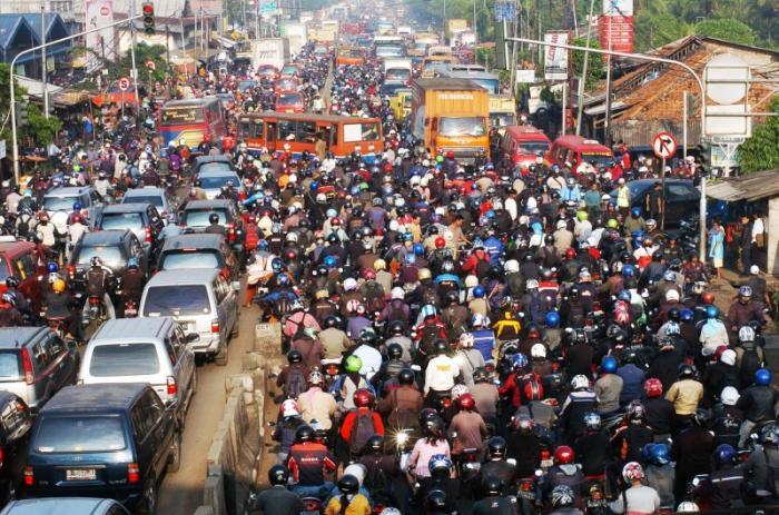 Многие путешественники посещают Джакарту вынужденно, пересаживаясь на самолет до Бали или Суматры. В