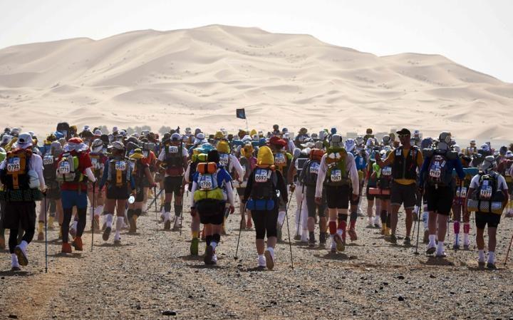Марафон Marathon des Sables открыт как для новичков, так и для элитных бегунов, которые съезжаются в