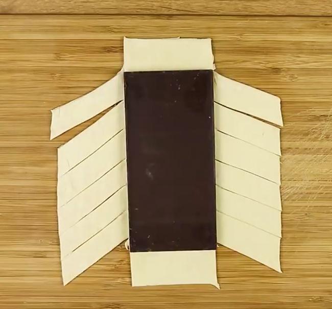 Заверните плитку втесто, начиная сквадратных частей сверху иснизу.