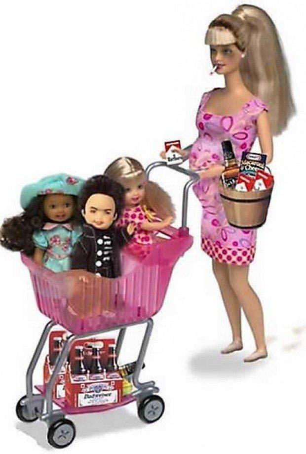 10. Барби Нелегальная Иммигрантка Эта Барби, которая так и не была создана «Mattel» заслуживает поче