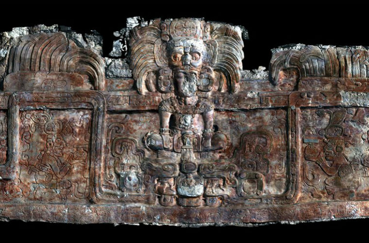 Археологи обнаружили наруинах две гробницы эпохи царей майя