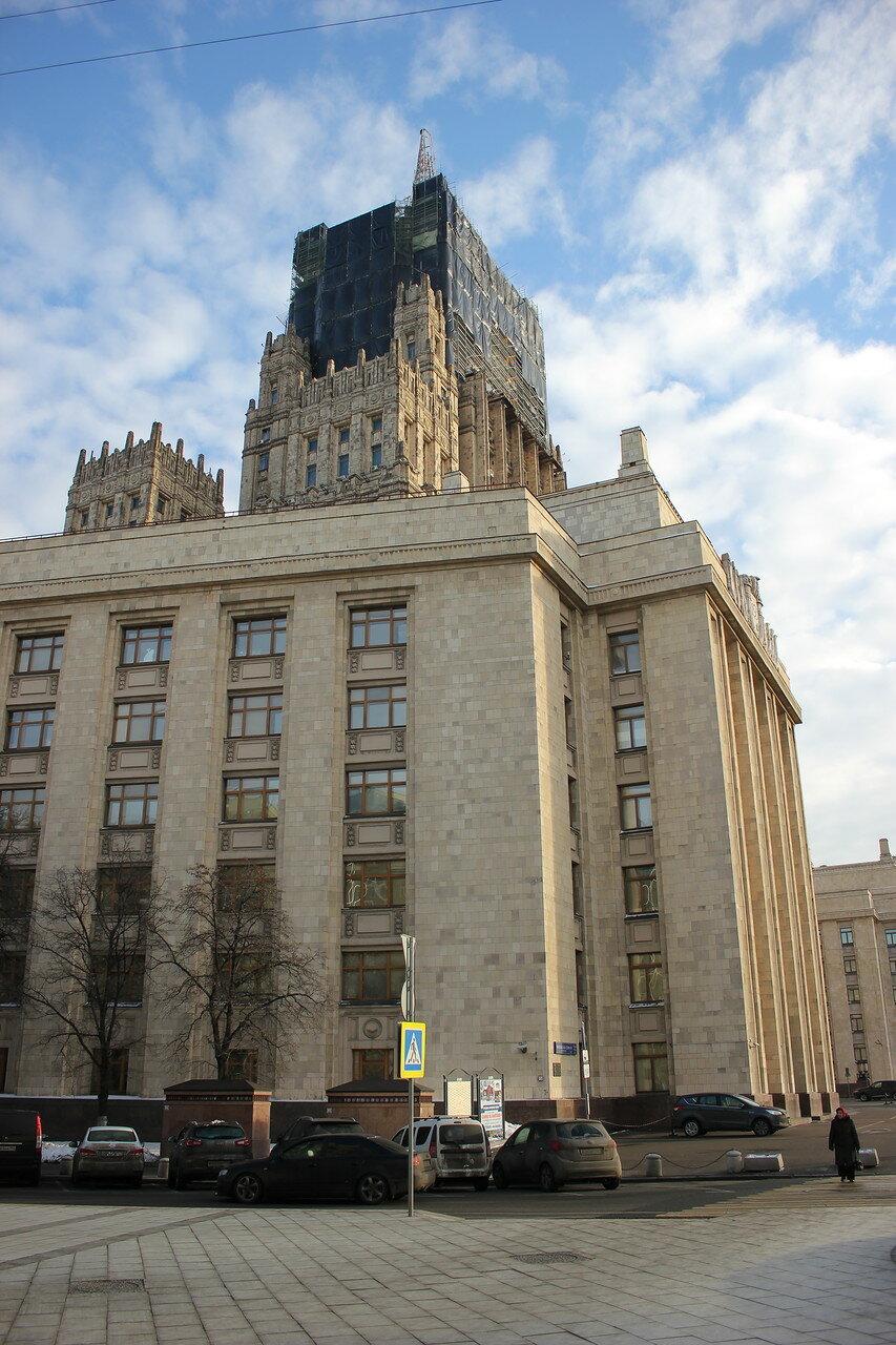 башня высотки Министерства иностранных дел на реконструкции
