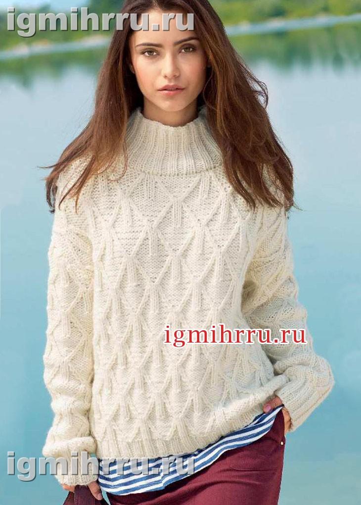 Белый теплый свитер с узором из ромбов. Вязание спицами