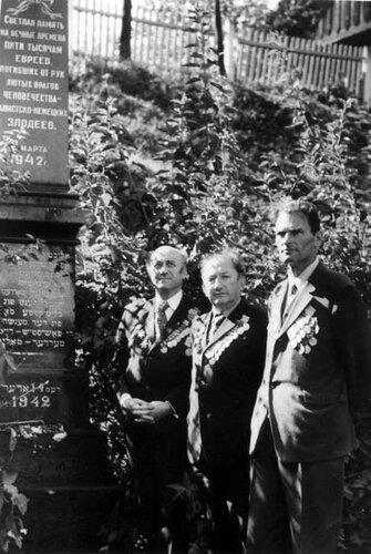 Слева направо - Л.Овсищер, Н.Альшанский, Е.Давидович.jpg