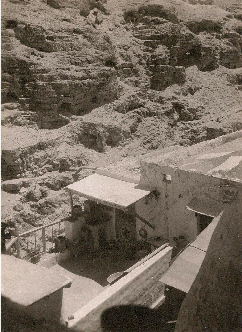 Кедронская долина. Монастырь Саввы Освященного. Вид монашеской кельи