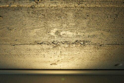062 бетон с отпечатком дерева, подсветка