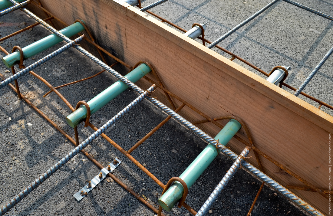 Как укладывают двухполосную бетонную дорогу?