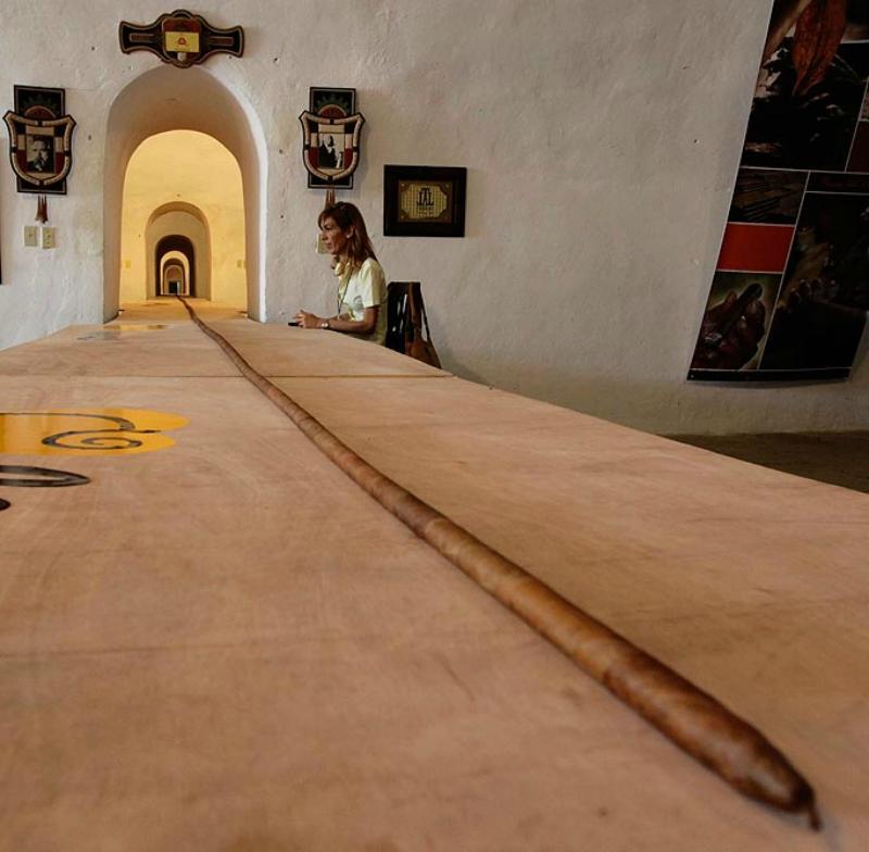 Самая большая сигара в мире в честь юбилея Фиделя Кастро