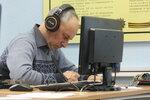 Яшин Юрий (RA9MP) принимает радиограмму.JPG