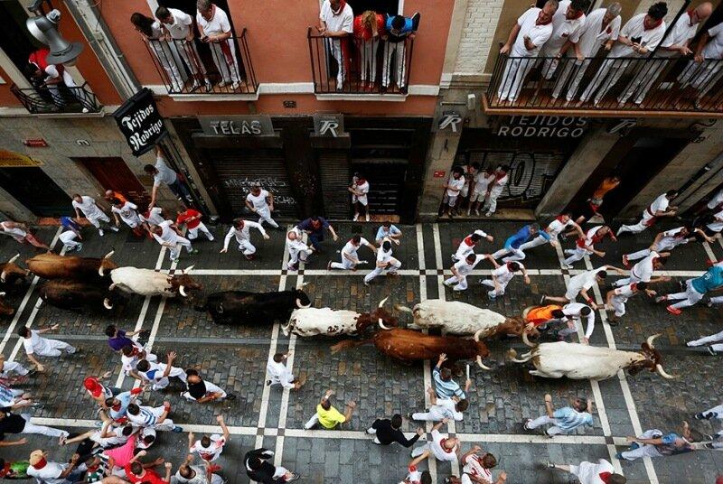 Фестиваль Сен Фермин: история участника энсьерро, зрелищной испанской фиесты