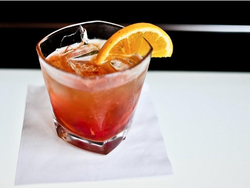 Оливки, фаршированные голубым сыром, сложные коктейли и даже горячий чай займут значительно больше в