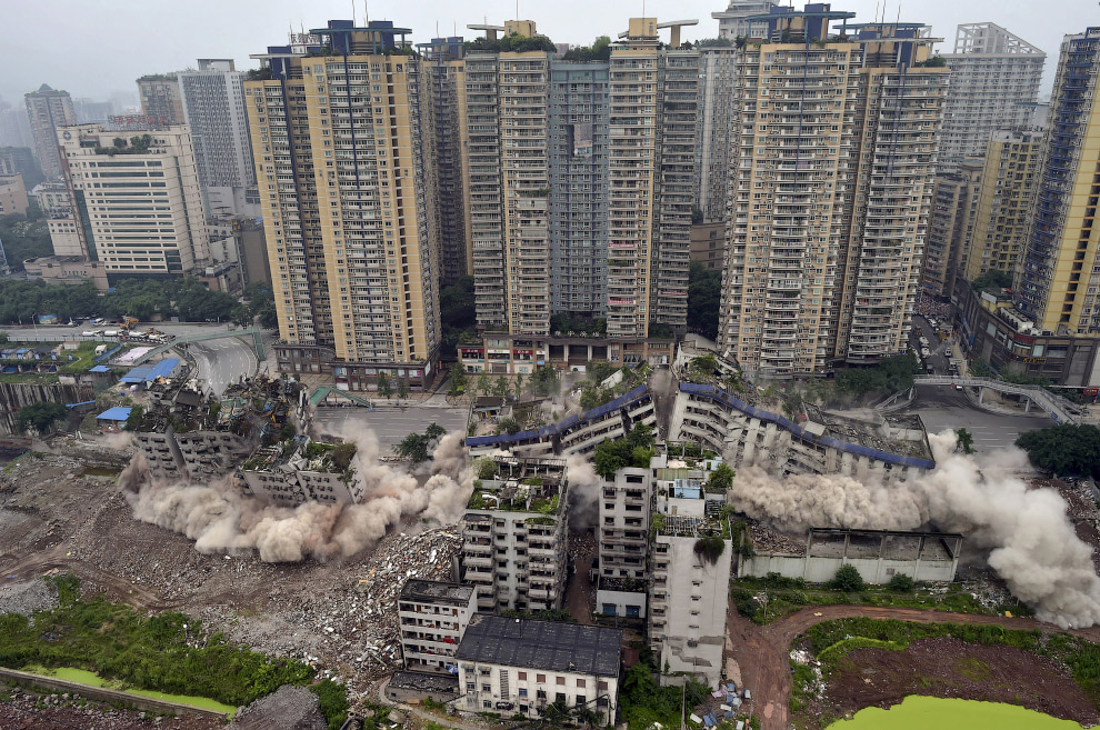 16. Взрыв трубы на территории завода в провинции Ляонин, 28 апреля 2014. (Фото Sheng Li   Reute