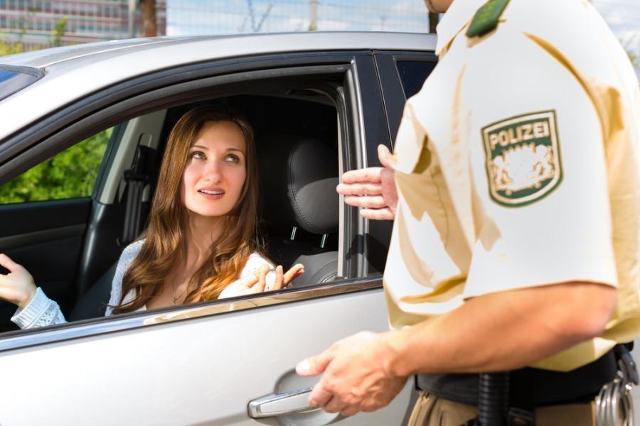 10. В Австрии полицейские определяют превышение скорости «на глаз» и им для этого вовсе не нужен рад