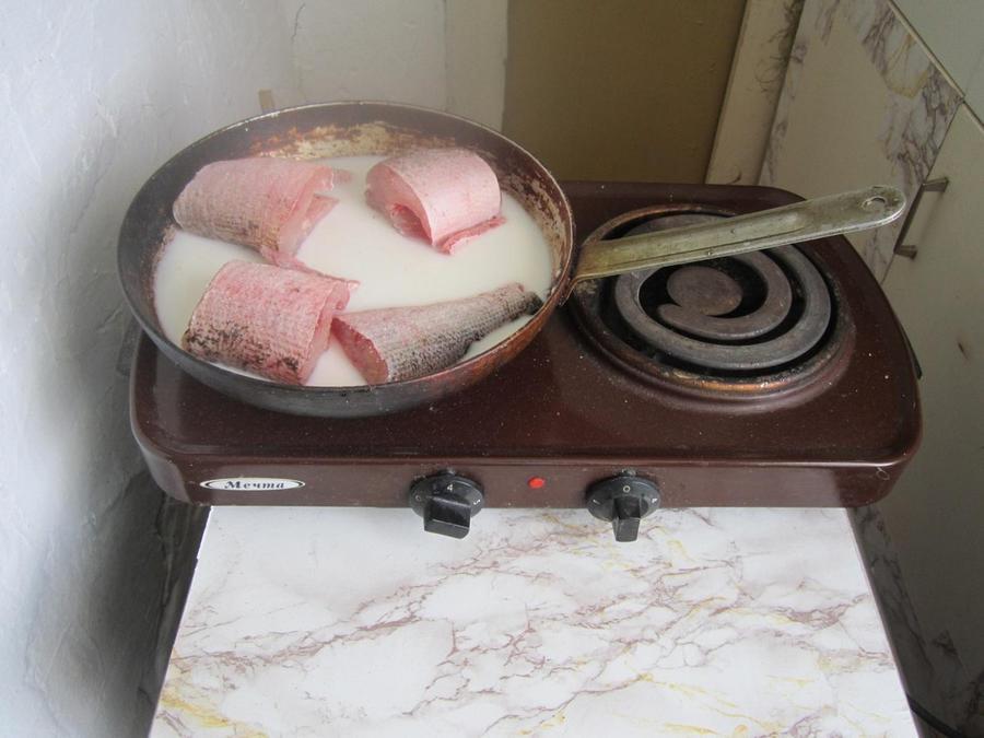 56. Изрядно замерзнув на улице, я решила, что можно перекусить. Сразу берусь за приготовление. Тушу