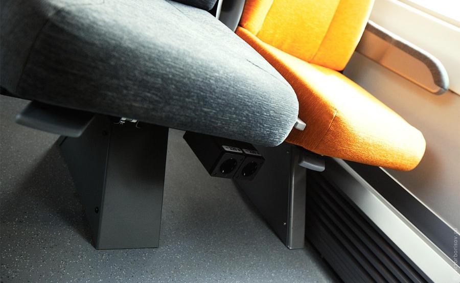 23. Впервые в России — каждому пассажиру второго класса своя персональная электрическая розетка на 2