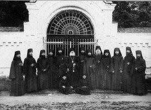 Игумен с монахами у монастырских ворот.