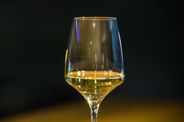 Стало известно, вчем вред белого вина для женщин
