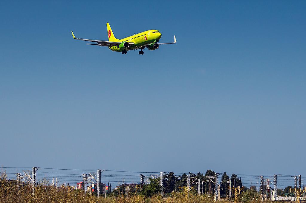 Самолет S7 в аэропорту Сочи