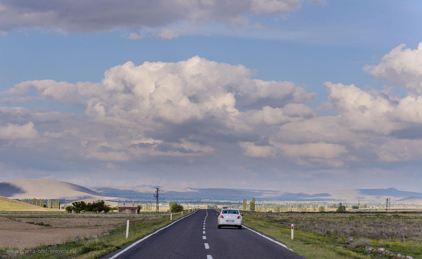 Фото 6. Еще пример того, какого качества асфальт на загородных дорогах между небольшими городами. 1/250, +0.67, 4.59, 100, 95.