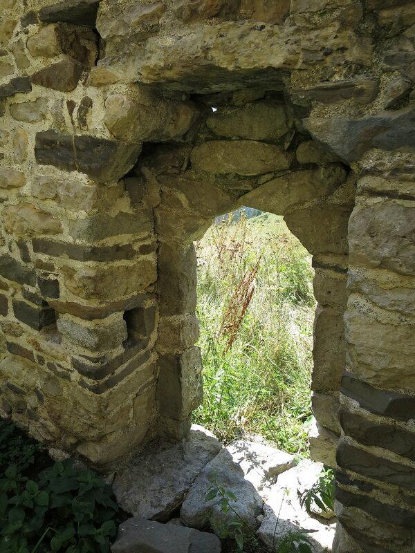 Дверная арка с пазами для засова, Салги
