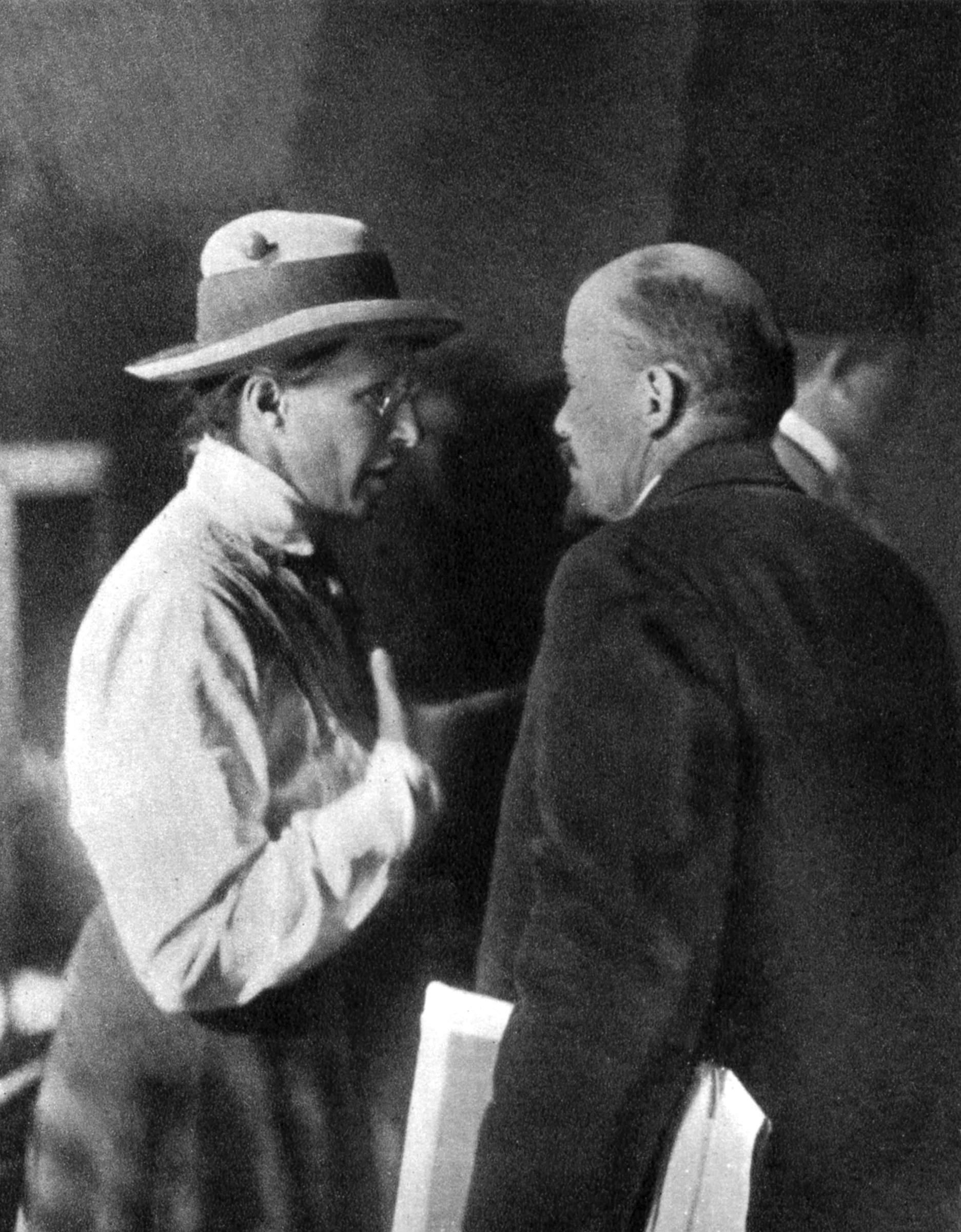 1920. Ленин и Елена Стасова на II конгрессе Коминтерна