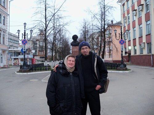 3 ноября 2014. Вологда. Памятник Пушкину. Колчигин и Нечаева