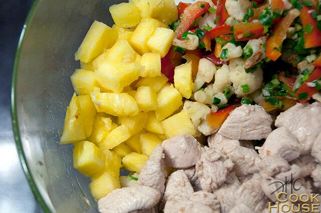 Салат с индейкой в ананасе