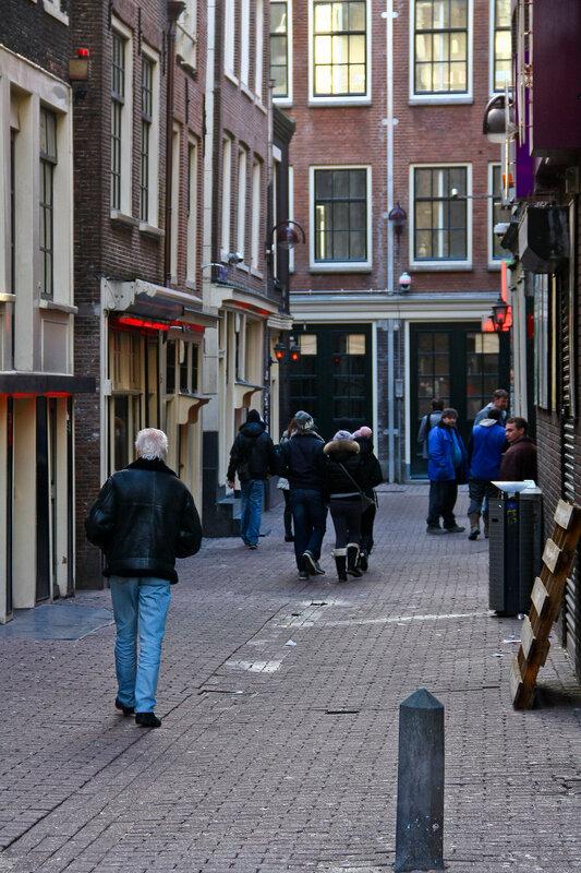 памятник в амстердаме проститутке