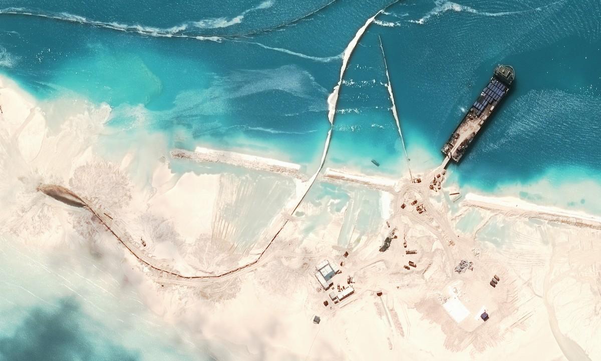 8. Начиная с января этого года, Китай строит еще четыре острова величиной от 20 до 40 акров. Они, ск