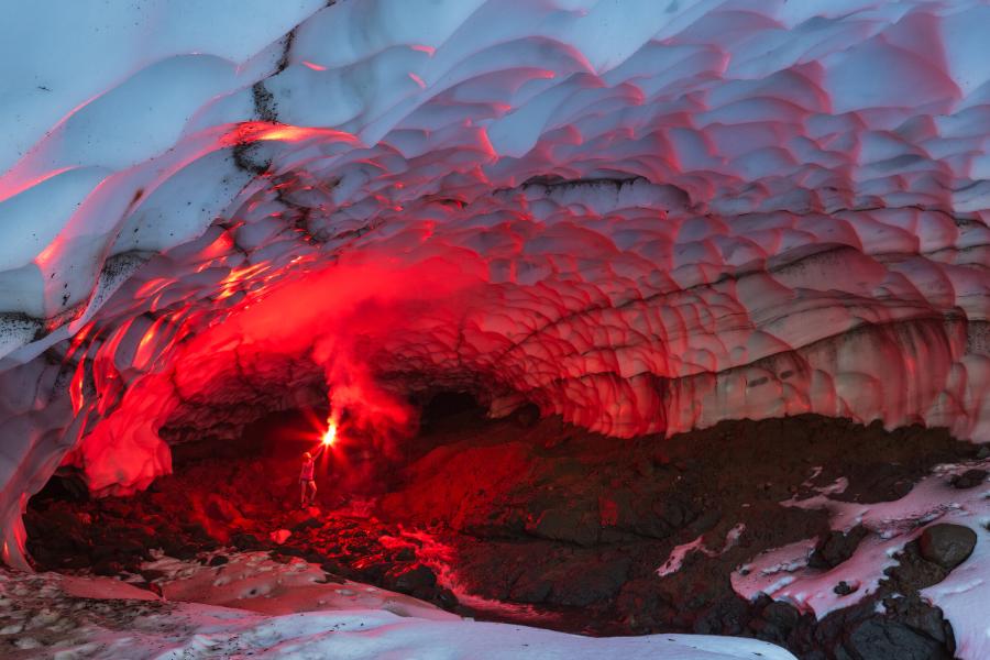 ледяная пещера Камчатки