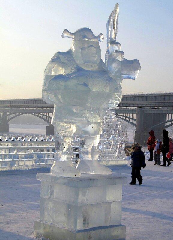 Ледяной Шрек на берегу Оби