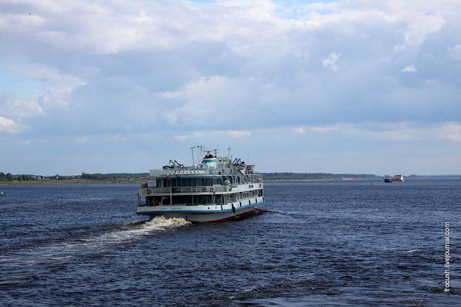 27 августа 2010 года. 14:19. Теплоход «Павел Миронов» вышел из нижнего Городецкого шлюза и пошел в сторону Нижнего Новгорода