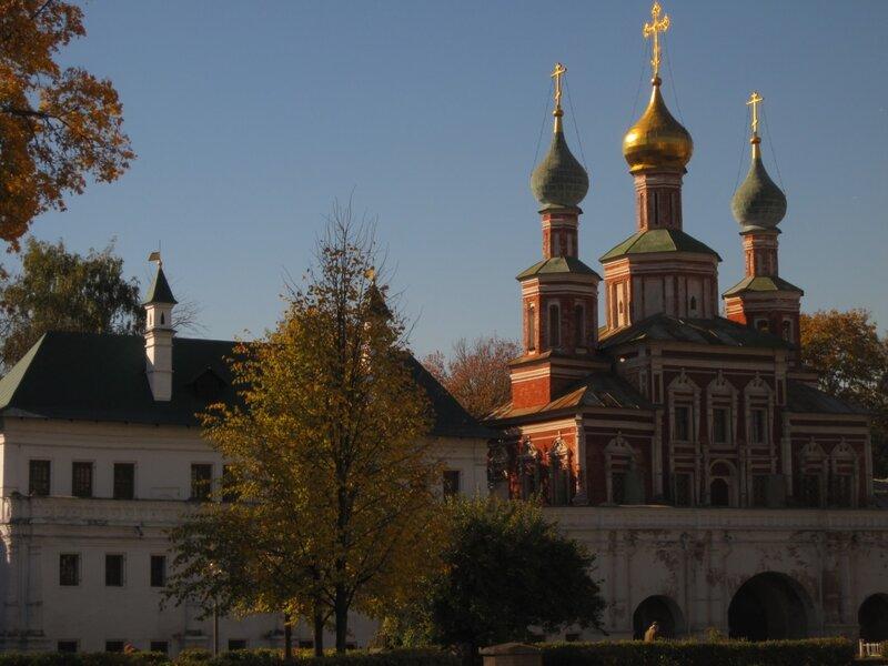 Новодевичий монастырь, церковь, купола, осень