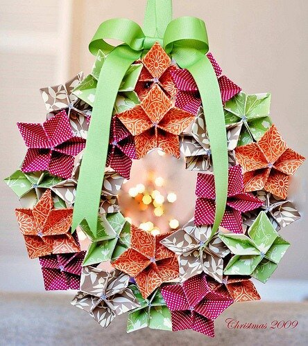 making flowers: christmas wreath origami