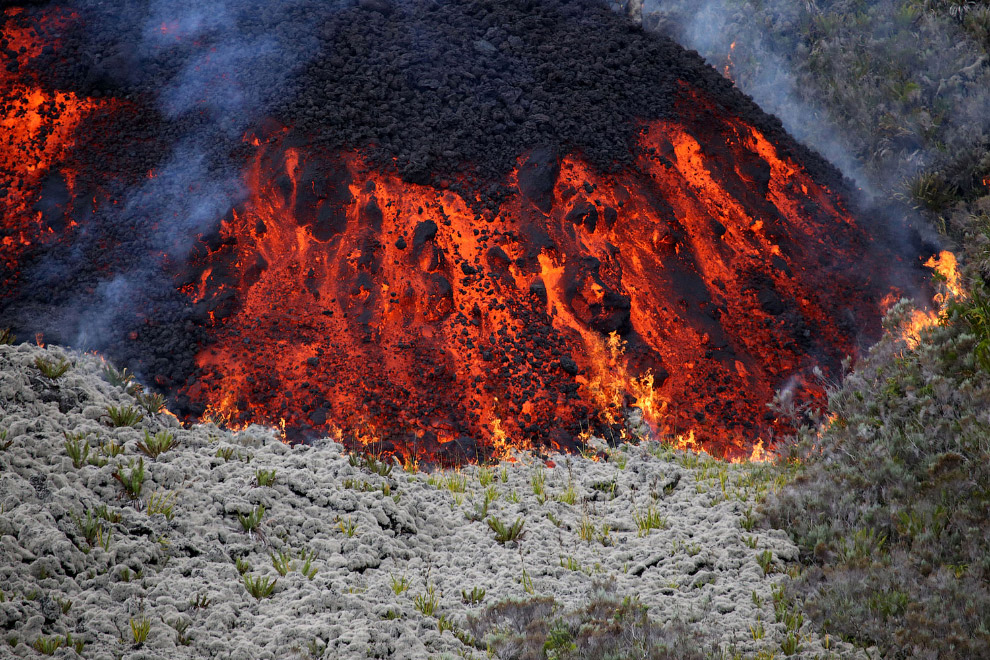 17. Вулкан Питон-де-ла-Фурнез, 31 июля 2015. (Фот