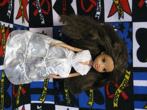белое платье куклы