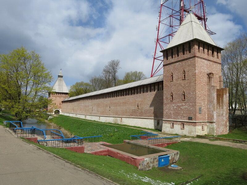 Башня Бублейка (25) и Копытенские ворота (26)