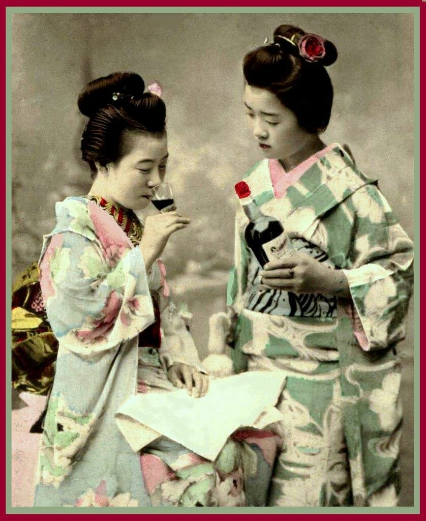Две гейши пробуют вино