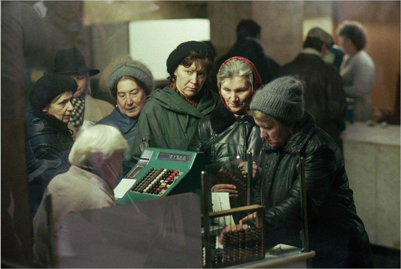 1991. Москва. Очередь в кассу