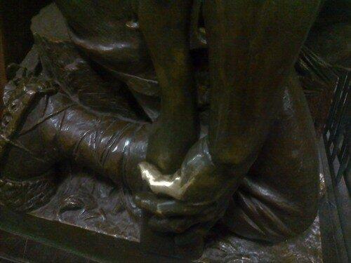 палец крестьянина со станции Площадь Революции - метро