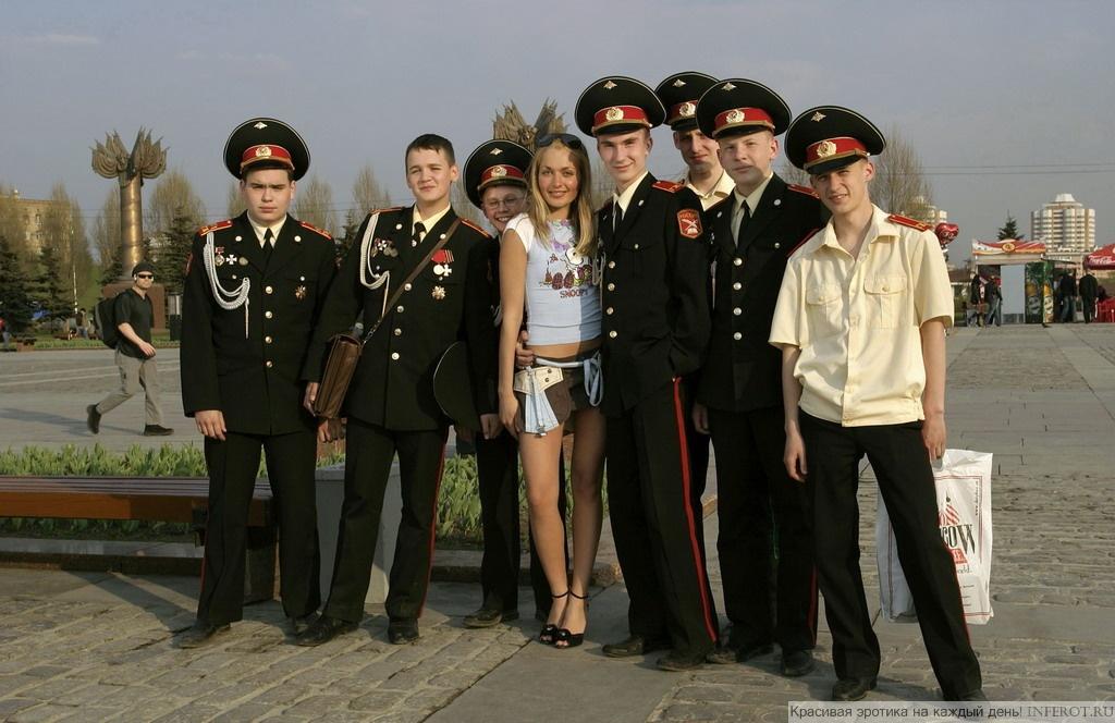Нескромная прогулка по Москве (13 фото)