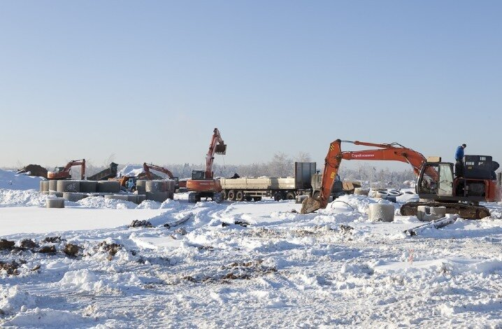 Складирование канализационных колец в центральной части стройплощадки