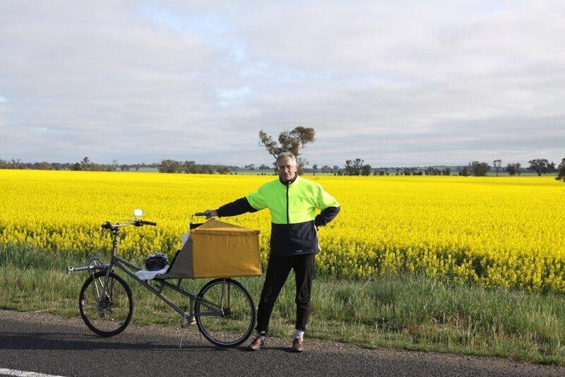 Сначала он смастерил трехколесный велосипед с толкательным приводом - этот накрылся через 20.
