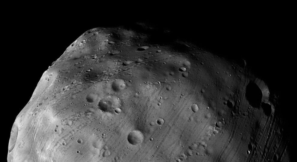 Это фото спутника Марса Фобоса