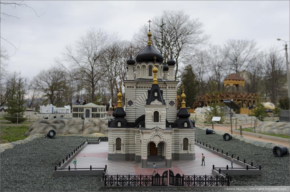 Церковь Воскресения Христова в Форосе. Бахчисарай, парк миниатюр.
