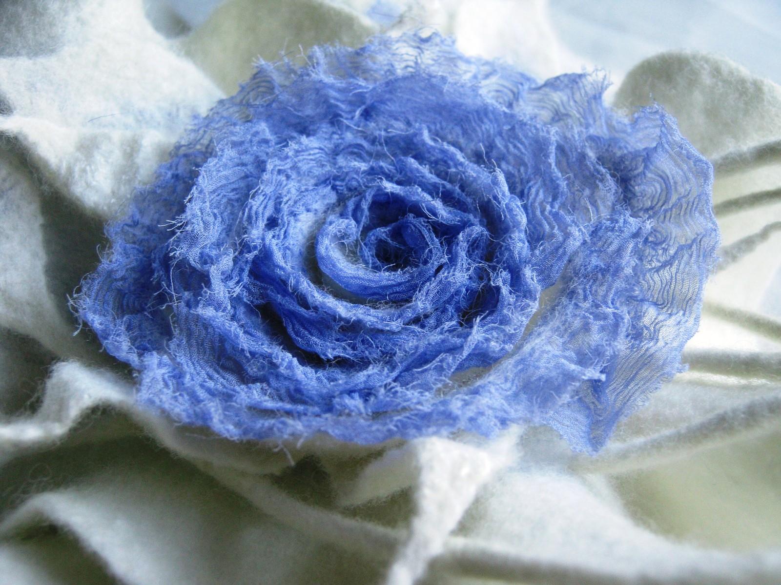 Махровая роза. Нуно-войлок.